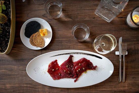 Antipasto sashimi di tonno rosso capperi di pantelleria
