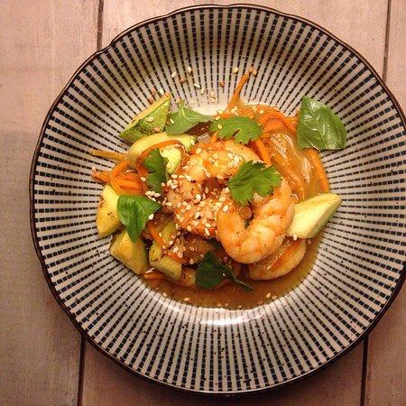 salteado vietnamita de langostinos con zuccini y curry