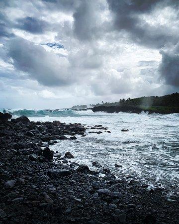 卡胡盧伊出發的哈納(Hana),瀑布,黑沙灘和海龜之旅照片