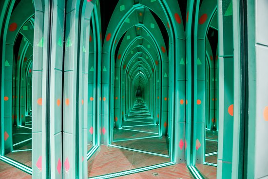 Hamleys Mirror Maze