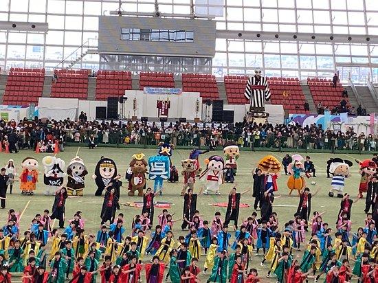 Yokkaichi, Japan: 出初式でのアトラクション、地元幼稚園児によるダンス