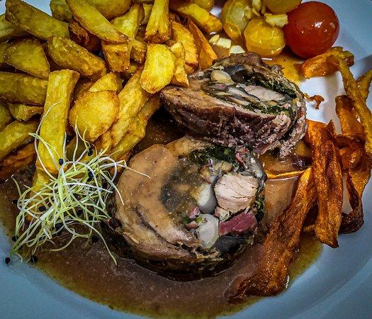 SALUS Pub - Beef roulade with spinach (Hovädzia roláda so špenátom)