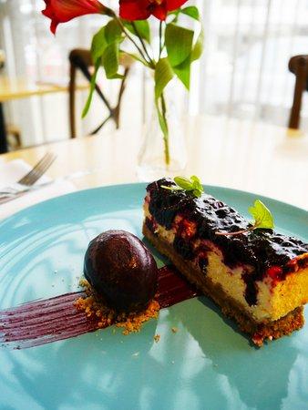 Dessert Menu | Bwydlen Pwdin Blackcurrant and White Chocolate Cheesecake, Blackcurrant Sorbet (v)