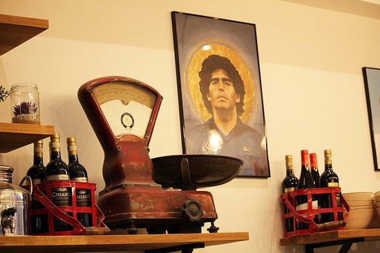 Diego Maradona l'idole des Napolitains veille au respect des traditions des pizzas de chez Supergusto!