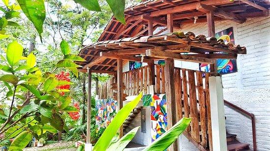 Si vistas la Ciudad de La Palma, en EL Salvador, te recomiendo Hotel La Palma, un lugar acogedor que esta en la Ciudad pintoresca y puedes conocer el arte naif que nos heredo el famoso artista Fernando Llort.