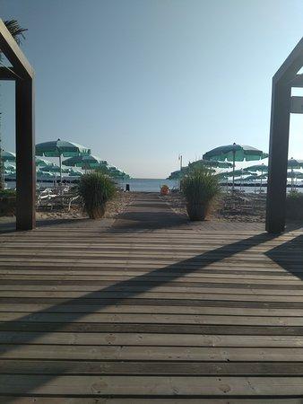 Questa è la nostra entrata...una volta in spiaggia sarete in paradiso  This is only the start..after will be in heaven