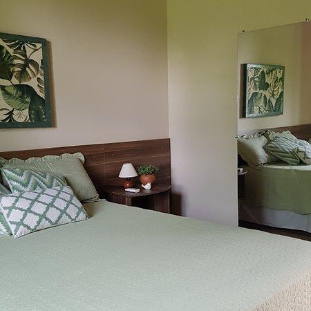 Conheça um pouco dos nossos quartos.  São simples mas muito limpos e confortáveis. Todos tem ar condicionados, travesseiros e cobertas a mais conforme solicitado.