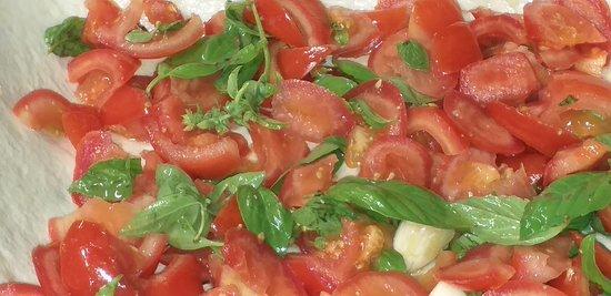 """Preparazione del """"pani cun tamatiga """" , specialità di Sant'Antioco , un croccante scrigno di pane di semola che racchiude i profumi dell'estate , il pomodoro , il basilico, l'aglio , l'olio d'oliva . Tutto qui , basta poco per una poesia ….."""
