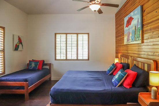 Parrot Room, King bed and single bed or 3 single beds.