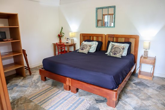 Pelican Room. King bed or two single beds.
