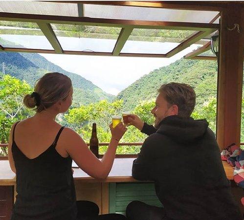 Rioverde, Ecuador: pareja disfrutando de una tarde romántica, en un lugar tranquilo buena música y excelente vista