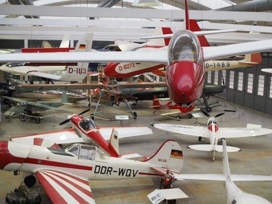 Oberschleissheim, Nemecko: letadla si můžete prohlédnout i z ochozů, které se vyskytují v obou rozlehlých halách.