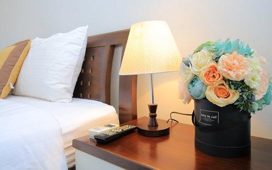 phòng ngủ : phòng ngủ :  trang bị đầy đủ tiện nghi : giường cỡ lớn , điều hòa hai chiều