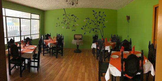 """Nuestros salones cuentan con un ambiente clásico y moderno muy acogedor... """"There's no place like home except grandma's house"""""""