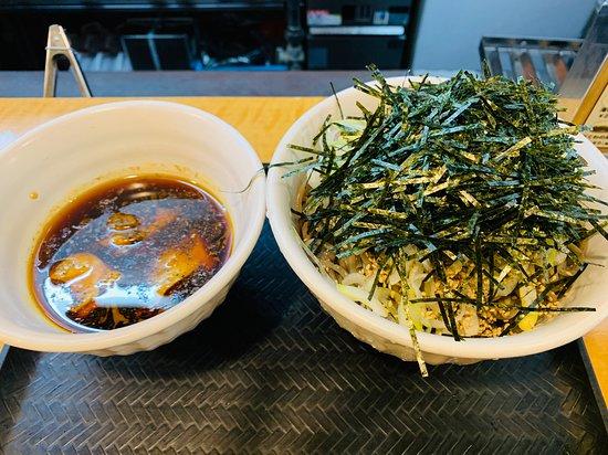 なぜ 蕎麦 に ラー油 を 入れる のか 新宿