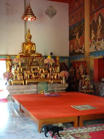 Buddha mit Altar