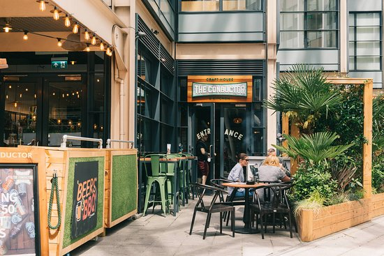 With the City Thameslink Station directly opposite to the pub's doors and walking distance from St Paul's tube station, Chancery Lane and Blackfriars, The Conductor is the perfect spot for a drink and a bite to eat.