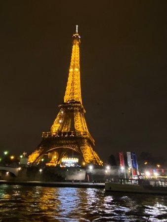 巴黎的塞納河隨上隨下觀光遊船照片