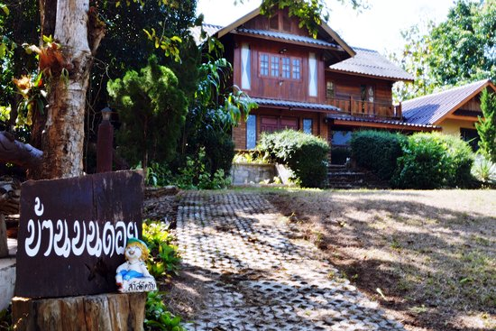 Провинция Мэхонгсон, Таиланд: Baan Bon Doi Homestay is more than a natural accommodation. With tranquility, security, and friendliness like your own home. Have an area to grow vegetables as food for health, free from chemicals and have cultural learning activities together Find new experiences here. And you will find happiness that you can actually experience