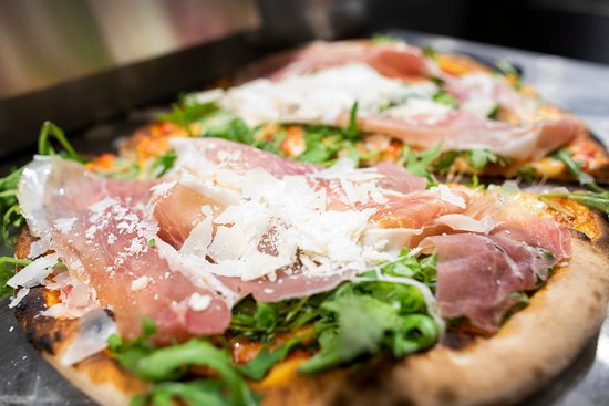 Le nostre pizze hanno una ricca farcitura.