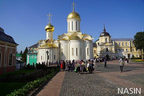 Mikheyevskaya Church: 세르기예프 파사드 트리니티 라브라 수도원 2019.08