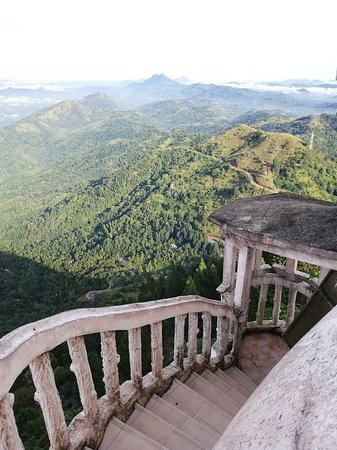 Gampola, Srí Lanka: Walking down the tower