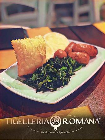 salsiccia e broccoli con tigelle e gnocchi