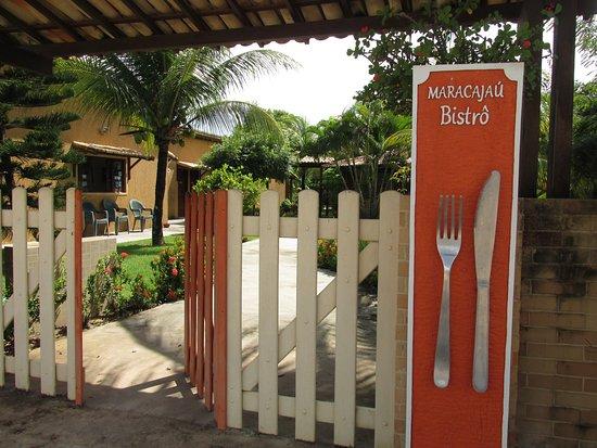 O Maracajaú Bistrô localiza-se dentro do Hotel Enseada Maracajaú. Aberto para o público interno e externo, das 14 às 21