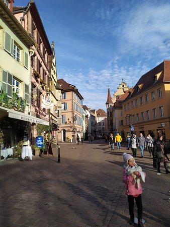 Tra le strade principali di Colmar