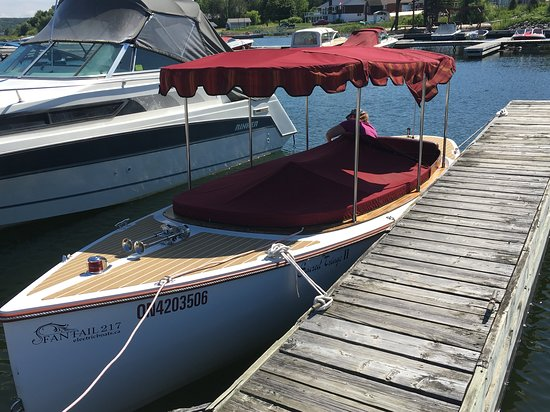 Sacred Triage 2 is the only electric boat in the Georgian Bay! Perfect for sight seeing without disturbing the natural environment.