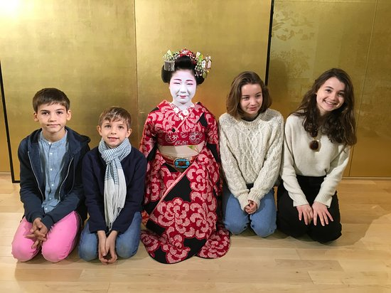 You can take a picture with a Maiko on the stage.