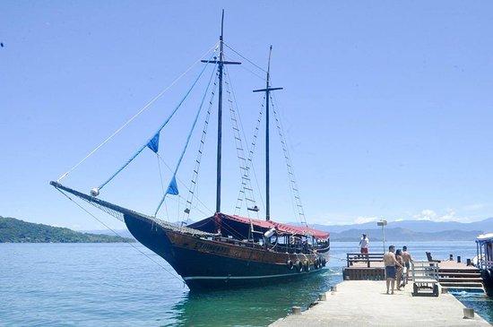 Pousada do Sossego Jacareí, estamos localizados a 350 Mtds. da praia e organizamos seus passeios a Ilha Grande e outras Ilhas.