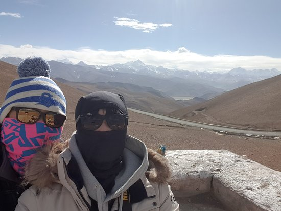 Private 8-Day Tibet Tour from Lhasa Including Everest Base Camp: 산맥들을 볼수있는 전망대에서