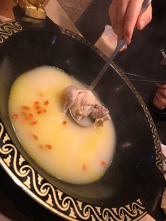 花膠湯底火鍋