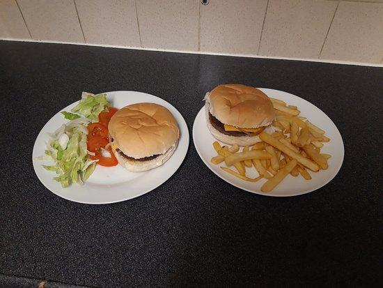Cheeses burger and chip or salad