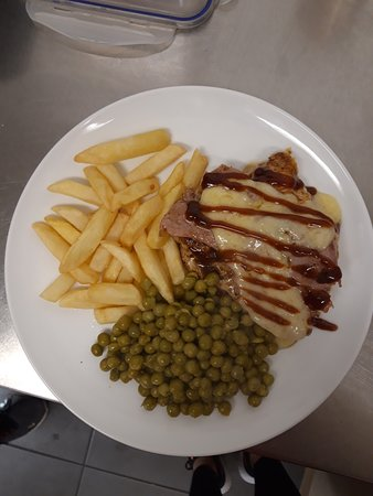 Hunters chicken chips and peas