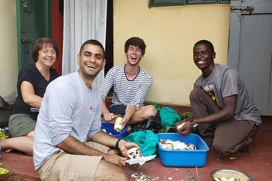 Cooking class for typical Ugandan food