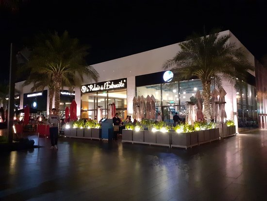 Khaneen Restaurant murouj branch: If you would like to taste Kuwaiti cuisine and hospitality this is the place