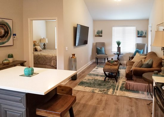 Langston, OK: We offer a one-bedroom apartment above the garage, featuring a scenic view of the lake and a calming beach vibe for the ultimate privacy experience! Kitchen amenities include a full stove and refrigerator.