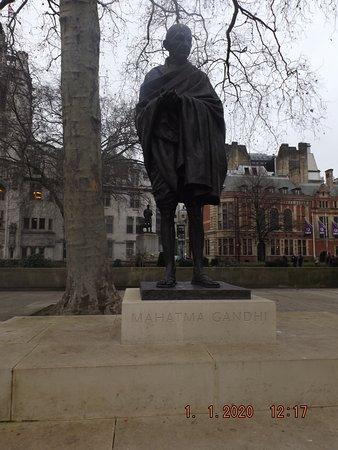 Parlamento Inglês, Praça