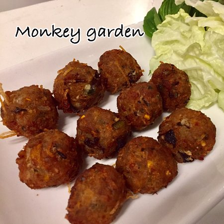 Bang Bao, Ταϊλάνδη: Monkey garden restaurant at Koh Kood Thailand