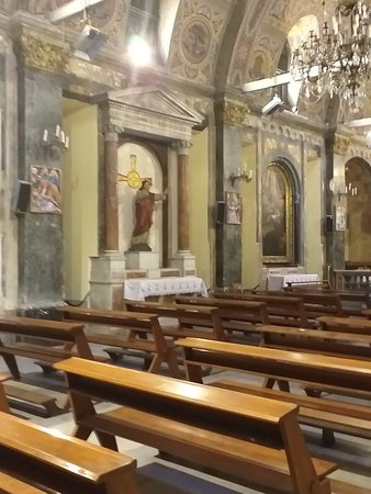 Kilisenin iç bölümü