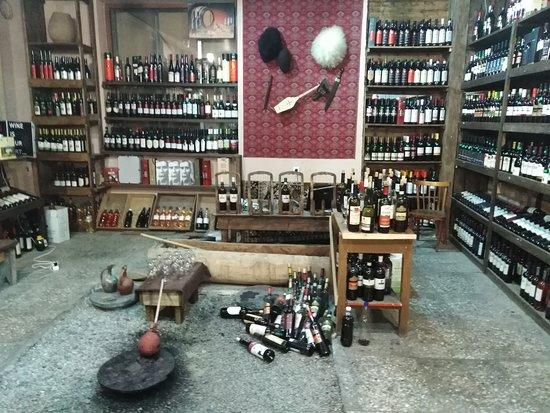 """Это магазин """"секрето"""". Тбилиси Винный подъем 6. Единственный  магазин в Тбилиси, в котором разливают очень вкусное домашнее вино из заритых в землю Квеври. Это традиционная Грузинская посуда из глины, применяется для приготовления и хранения вина. Очень вкусно и очень интересно!!!!!"""