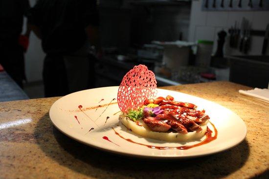 filet de canette sur écrasé de pommes de terre à la tartufata