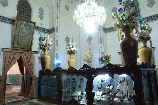 Aramgah-e Shah Ne'matollah Vali: Spazi interni