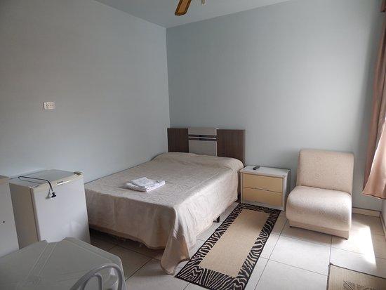 Sao Mateus do Sul, PR: Apartamento com televisão, ventilador e frigobar