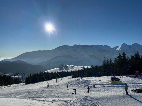 Вид на горы и синюю трассу