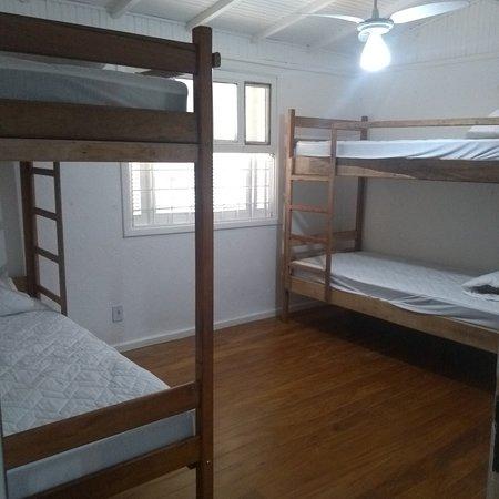 Tabatinga, SP: Lugar tranquilo e arejado !  Casa com 6 leitos, mobilizada, com ar condicionado. A 5 minutos da praí a pé.