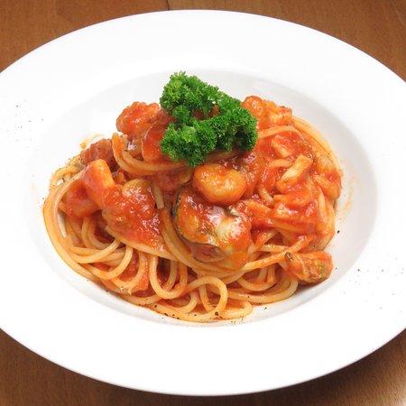 ペスカトーレ トマトソースと魚介類の相性が抜群なパスタ🍝イカ、エビ、カキなどの魚介をたっぷり使用しています🦑🦐