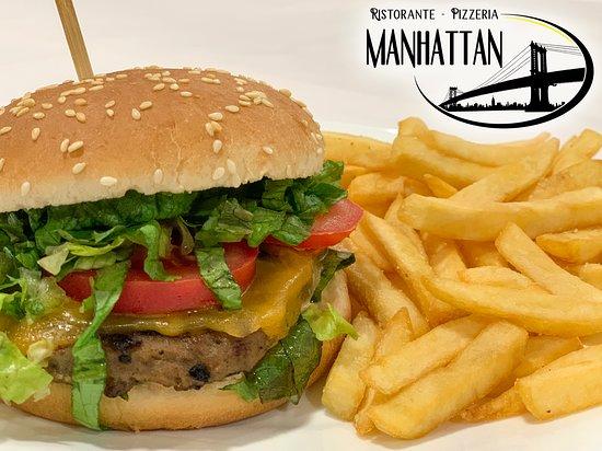 Mirto, Italie: 🍔 MANHATTAN 🍟 Salsa rosa, lattuga, hamburger, formaggio fuso, pomodoro.